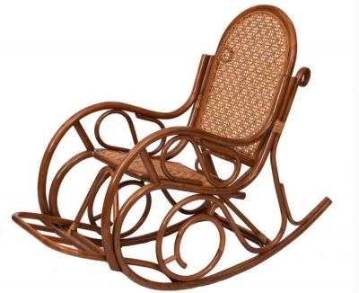 Кресло-качалка из ротанга 05/10B с подножкой коньяк